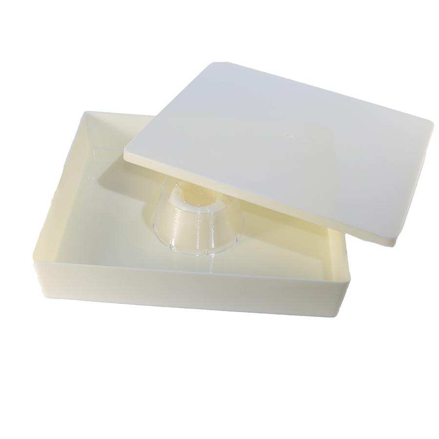 Plastic top bee feeder